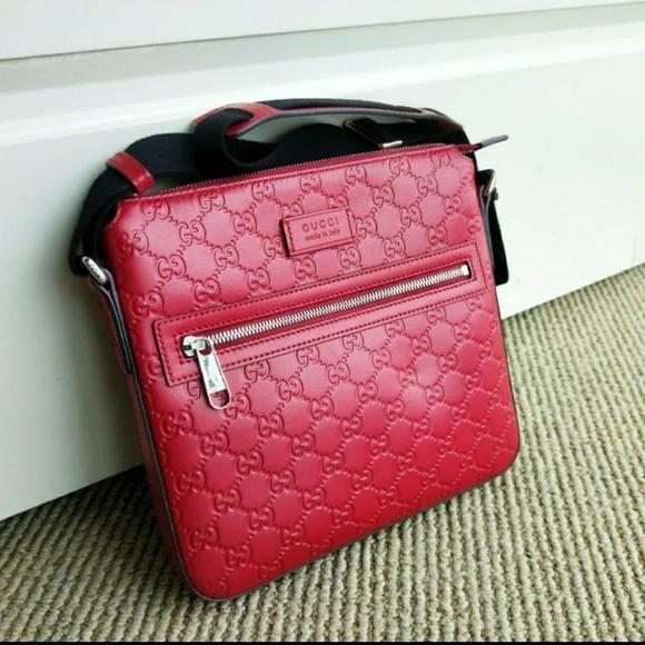 d5d7db95d260 Gucci Bags   Signature Leather Messenger Bag   Poshmark
